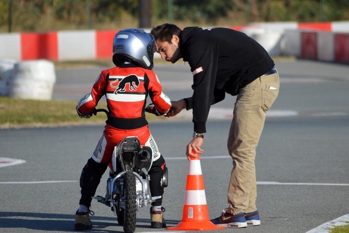 École de pilotage Race Experience School: pour les motards et motardes de 6 à 99 ans (interview)