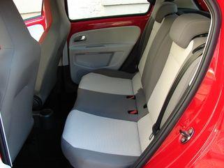 Les places arrières sont bien plus accessibles qu'en 3 portes grâce à une large ouverture