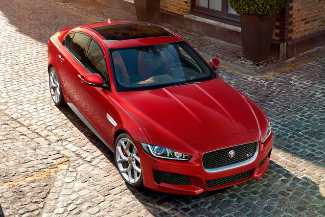 mondial de paris 2014 voici la nouvelle jaguar xe. Black Bedroom Furniture Sets. Home Design Ideas