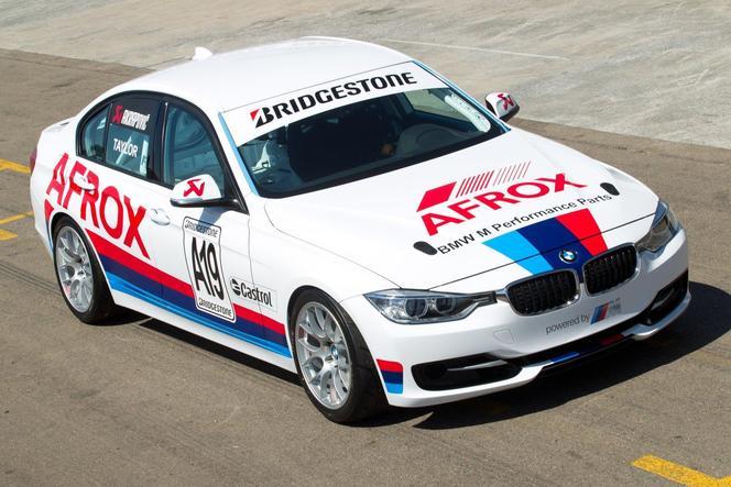 Une BMW 335i de course avec 400 ch...
