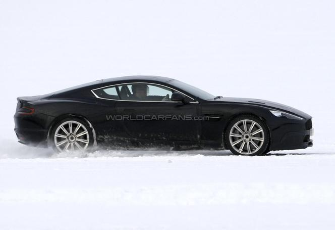 Surprise : la future Aston Martin DB9 à la neige