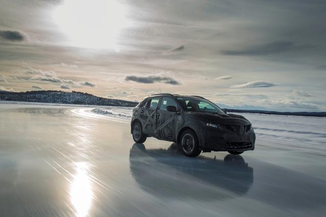 """Tests """"grand froid"""" pour un prototype du Nissan Qashqai 2: les pilotes essayeurs passent une grande partie de l'année loin de chez eux."""