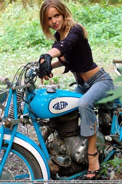 Moto & Sexy : Gilera dans les bois