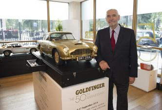 Une Aston Martin DB5 en or aux enchères