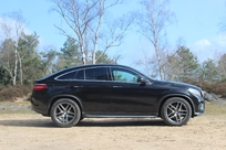 Le profil de coupé plaît ou ne plaît pas. Il est calqué dans les proportions à celui du BMW X6.