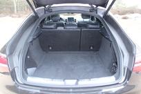Le volume de coffre est généreux, avec 650 litres, soit 70 de mieux que le X6.