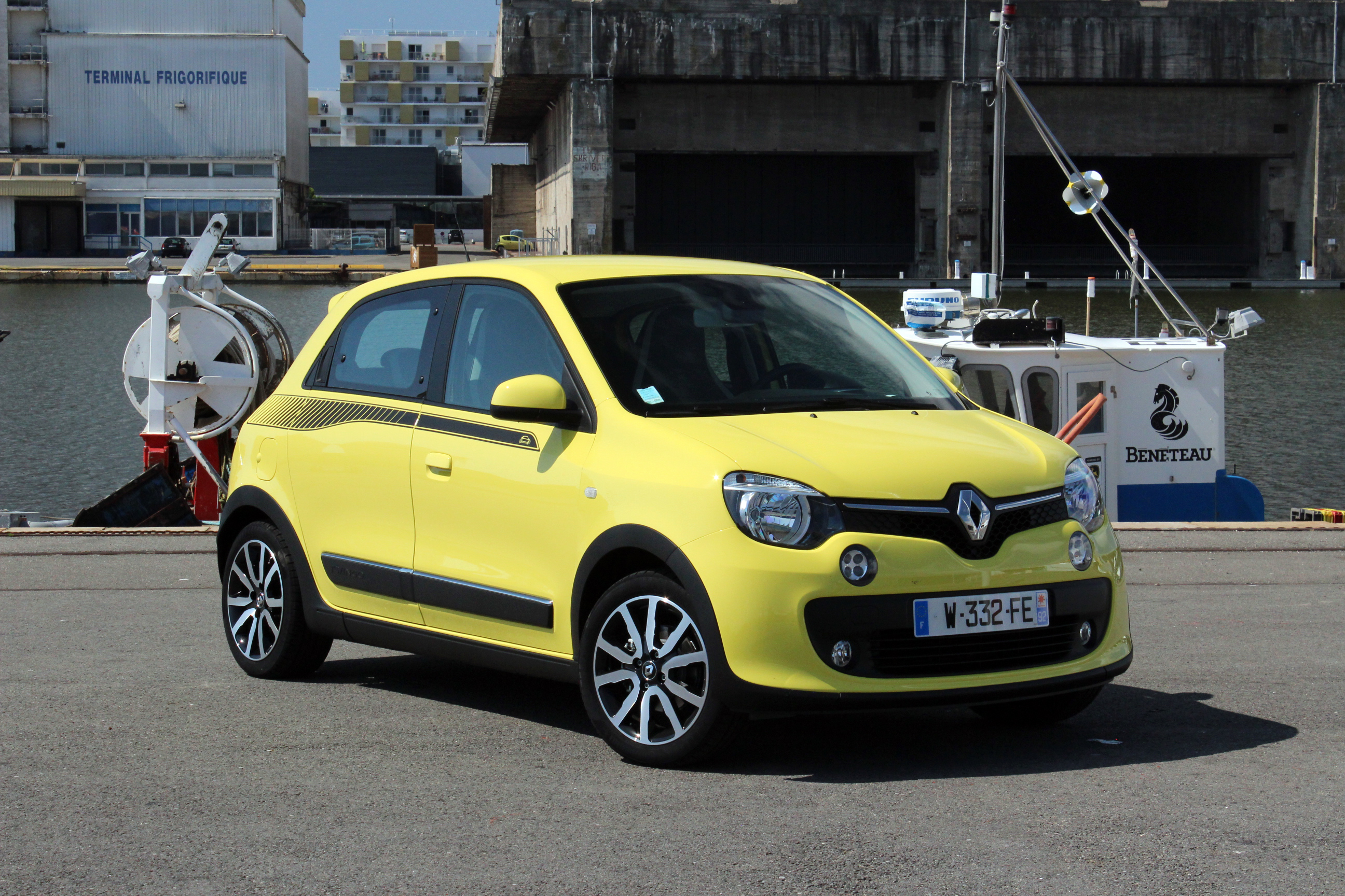 comparatif vid o renault twingo vs peugeot 108 vs citro n c1 remise plat. Black Bedroom Furniture Sets. Home Design Ideas