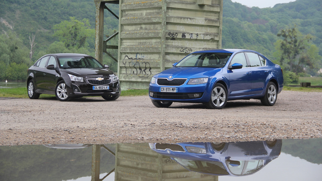 comparatif vid o skoda octavia vs chevrolet cruze deux familiales au prix d 39 une compacte. Black Bedroom Furniture Sets. Home Design Ideas