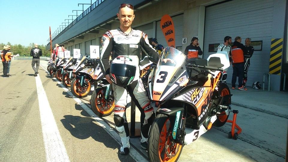 Vidéo exclusive ! Les essais d'Arnaud Vincent : la KTM RC 390 CUP