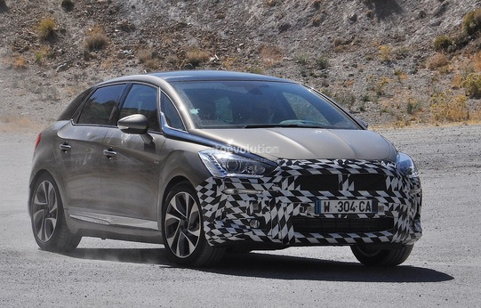 Future ex-Citroën DS5 : la version restylée et sans logo Citroën en tests routiers