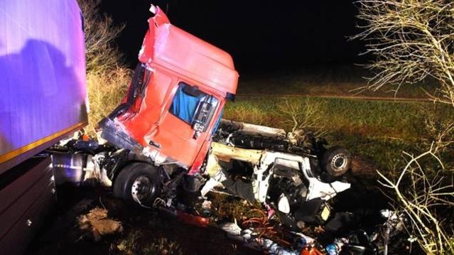 Vers minuit, une collision entre un minibus et un camion sur la RN79 a fait 12 morts. Cet axe est réputé très accidentogène.