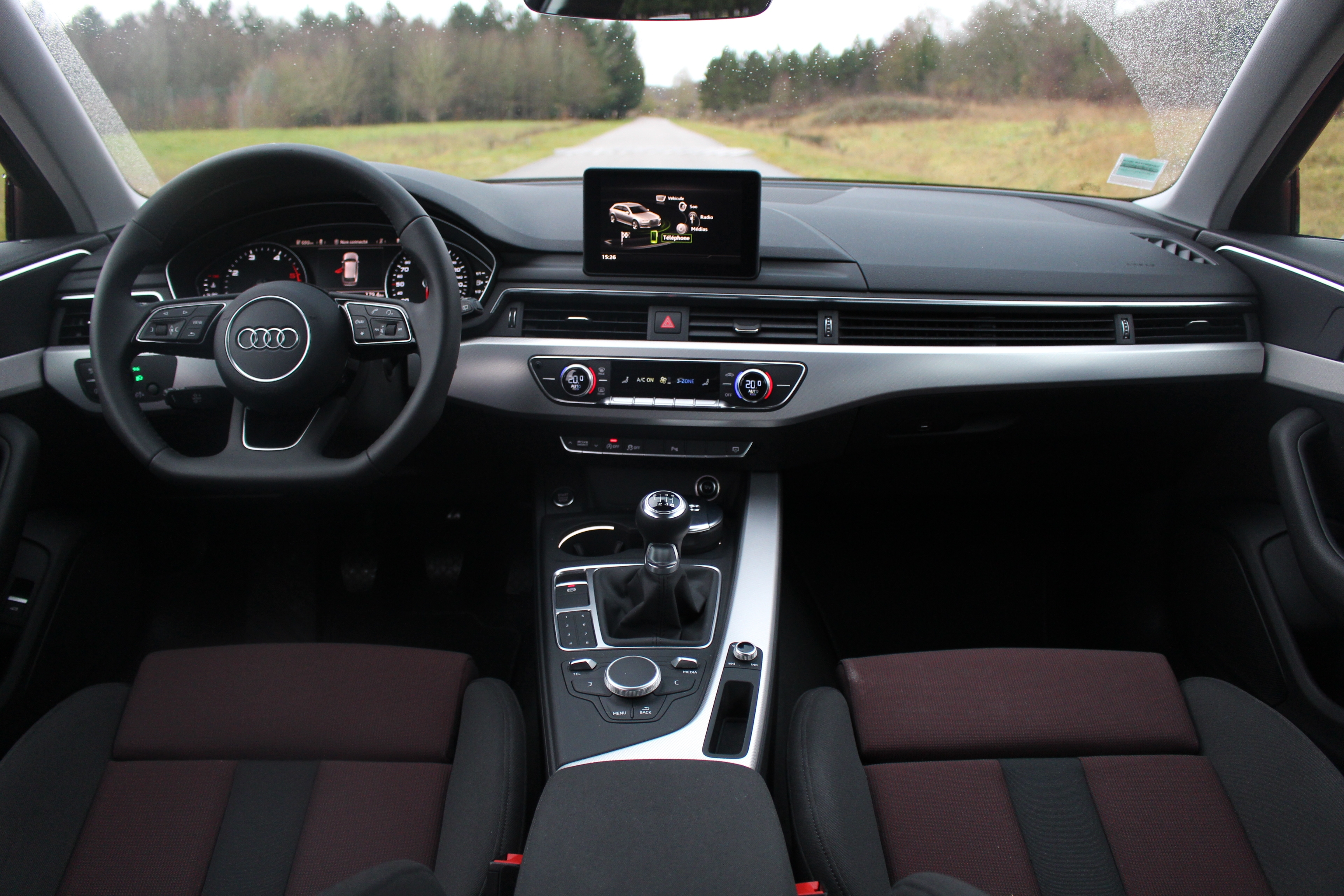 Essai audi a4 avant 2 0 tdi 150 sur des rails for Audi a4 break interieur
