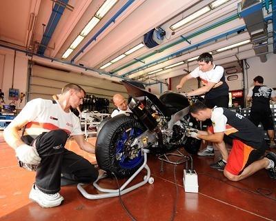"""Superbike - Interview exclusive d'Alain Roger: """"Un week-end enrichissant pour Aprilia"""""""