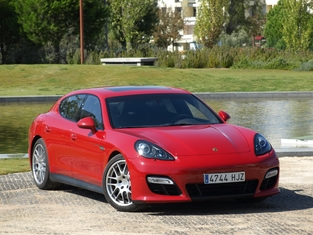 L'alternative en occasion : la Porsche Panamera.