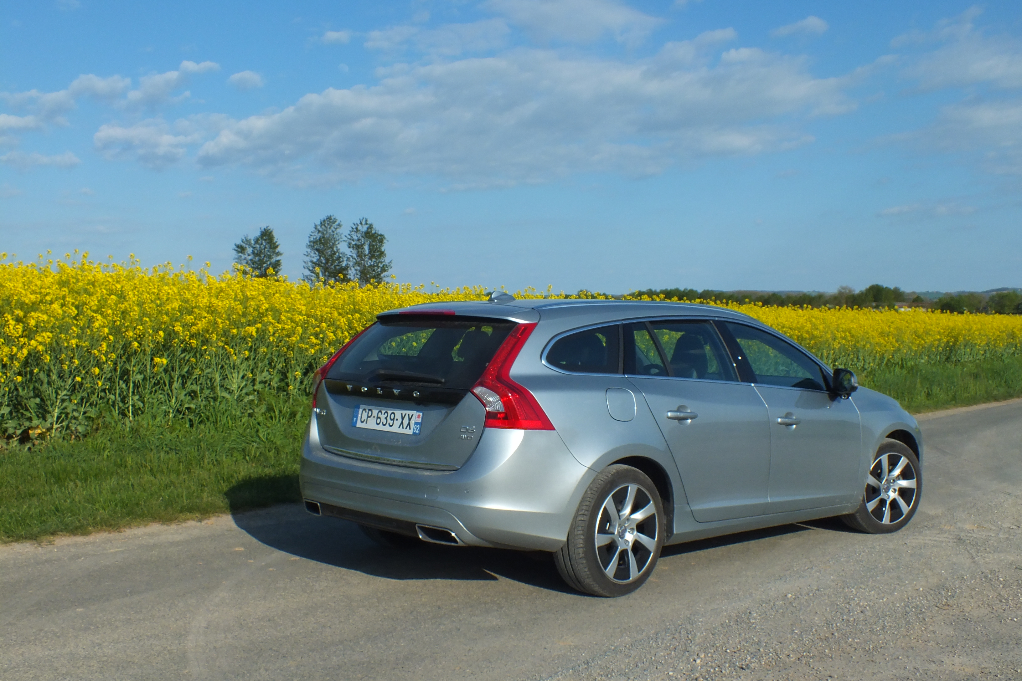essai volvo v60 plug in hybrid technopile. Black Bedroom Furniture Sets. Home Design Ideas