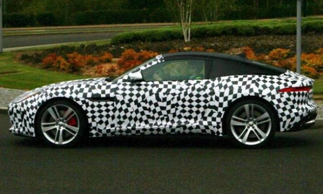 Surprise : le coupé Jaguar F-Type en balade