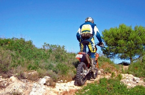 L'Adventure Tour KTM prend la direction de la Sardaigne.