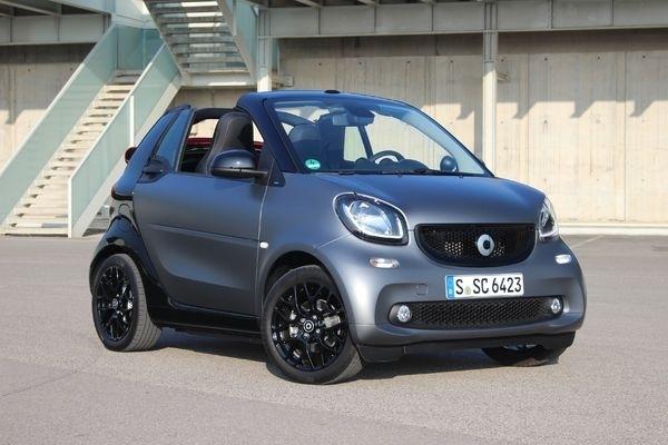 La Smart Fortwo cabriolet arrive en concession : elle fait payer cher ses services