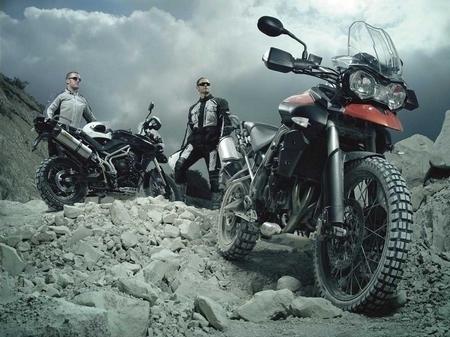 1er cliché officiel de la Triumph 800 Tiger EX 2011