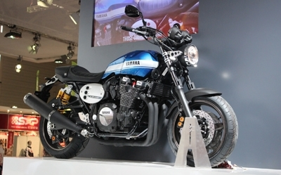 En direct d'Intermot -  Yamaha XJR1300 : plus fluide