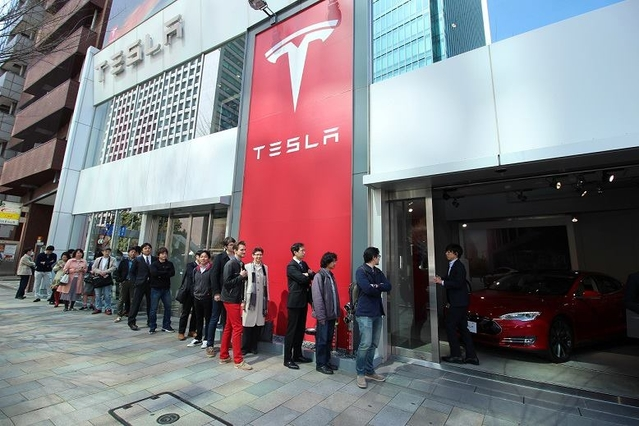 1er mars 2019  - Page 6 S1-tesla-les-clients-font-deja-la-queue-pour-la-model-3-375852