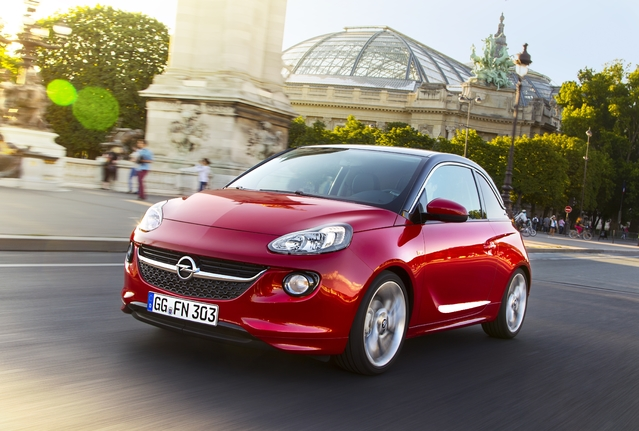Opel Adam : la recharge des smartphones par induction débarque en option