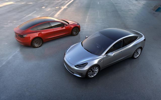 Plus de 115 000 exemplaires de la Model 3 auraient été commandés en 24 heures, alors que les livraisons ne commenceront que fin 2017 (et au printemps 2018 en Europe).