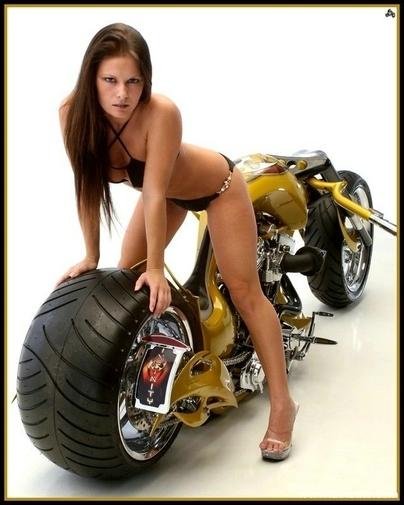 Moto & Sexy vs Custom & Chopper : une histoire de gros ... pneus arrières.