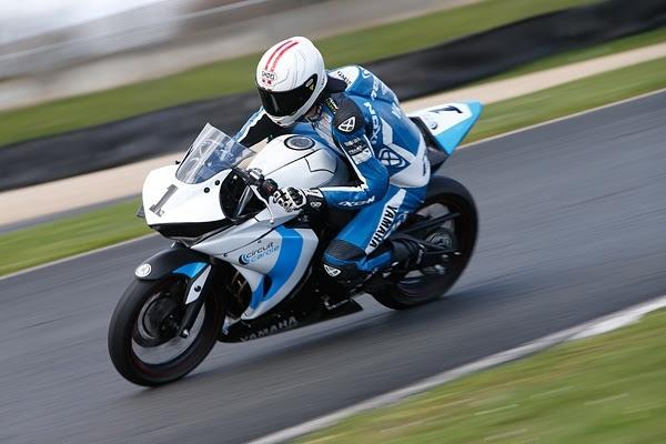 Circuit Carole: le mercredi c'est location de Yamaha R3 et piste de PitBike