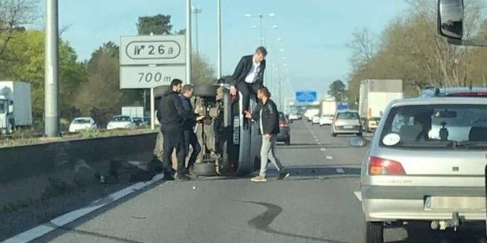 Arnaud Montebourg victime d'un accident, son auto se renverse sur l'autoroute