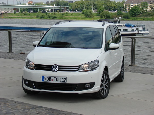 volkswagen touran monospace prix comparer sur. Black Bedroom Furniture Sets. Home Design Ideas