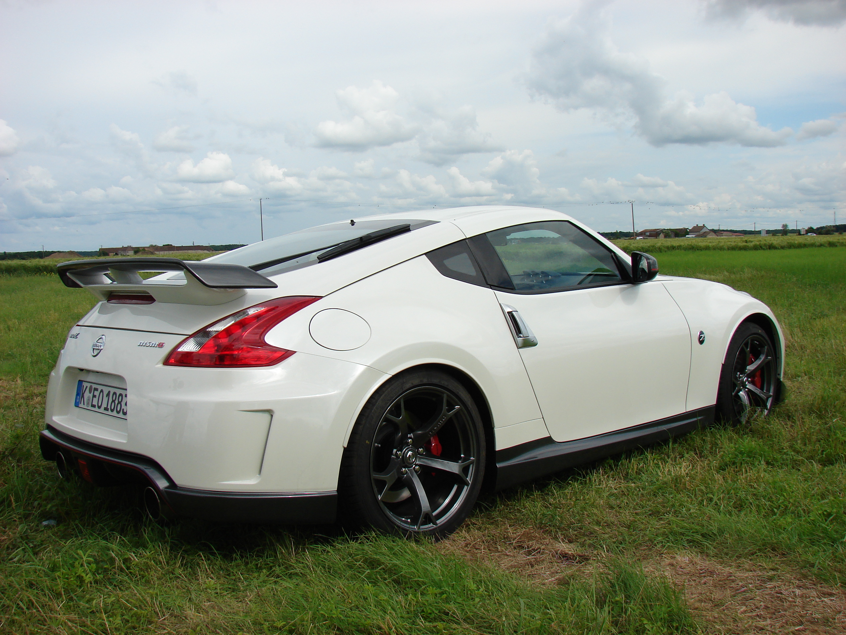 essai vid o nissan 370z nismo le pousse au crime. Black Bedroom Furniture Sets. Home Design Ideas