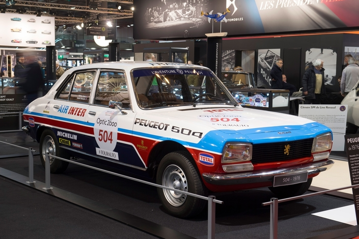 Peugeot Sets The Headlight Of 504