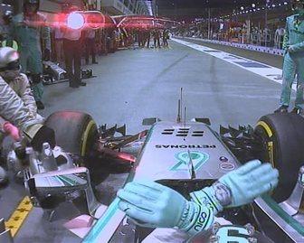 F1 - GP de Singapour : Hamilton gagne devant 2 Red Bull Renault, la fiabilité relance le championnat