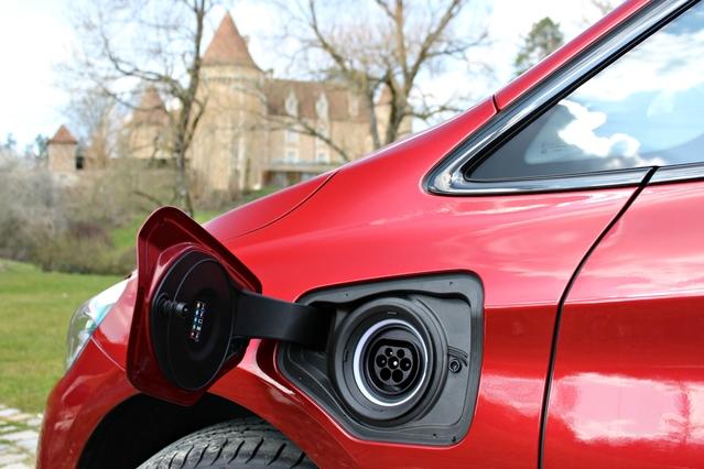 Les voitures électriques atteignent 1,30 % de part de marché en France en mars