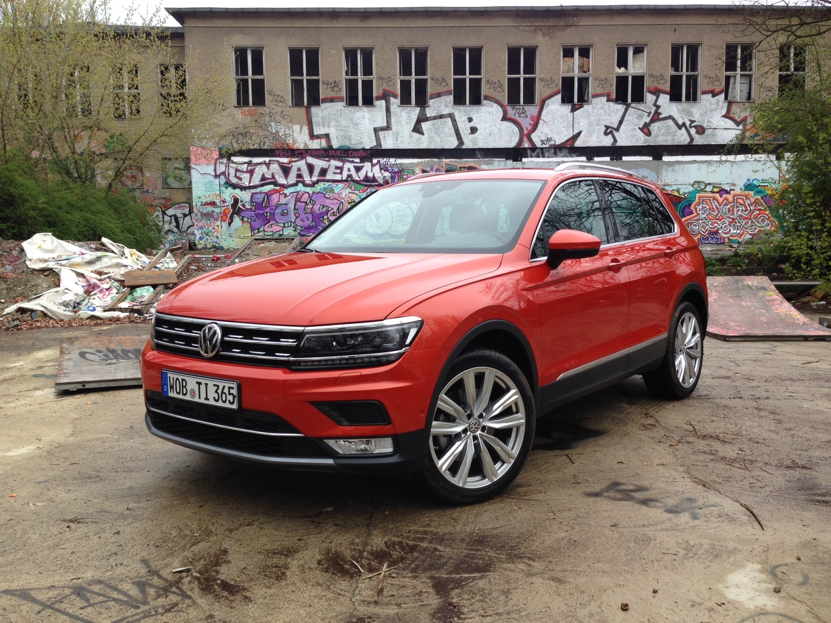 premi re vid o volkswagen tiguan 2 d couvrez les premi res images de l 39 essai en live. Black Bedroom Furniture Sets. Home Design Ideas