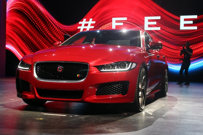 salon de paris 2014 jaguar xe l 39 offensive britannique. Black Bedroom Furniture Sets. Home Design Ideas