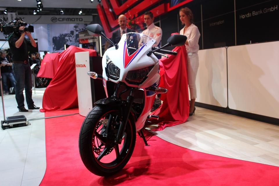 Intermot – Honda : avec la CBR300R le bonheur tient à 37 centimètres... cube