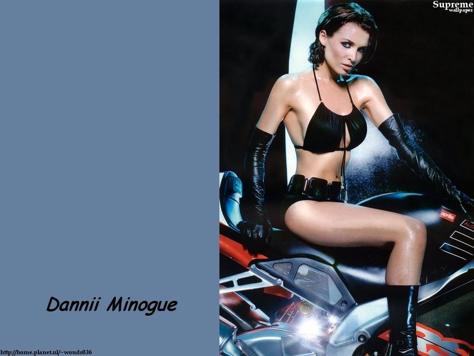 Moto & sexy : Danni Minogue aime vraiment la moto