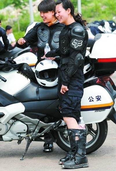 Photo du jour : De jolies policières à moto pour les JO de Pekin
