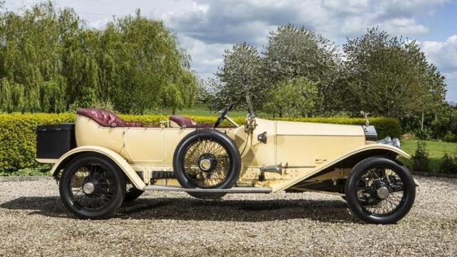 Une Rolls-Royce ayant servi de salle d'opération mise en vente chez Bonhams