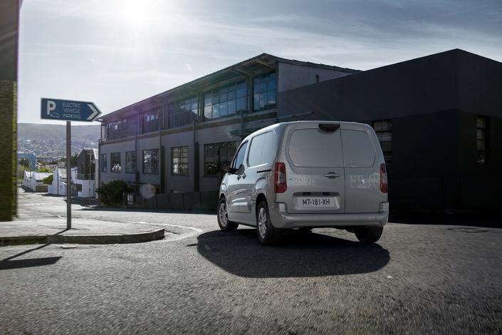 Peugeot presenta su tercer vehículo eléctrico