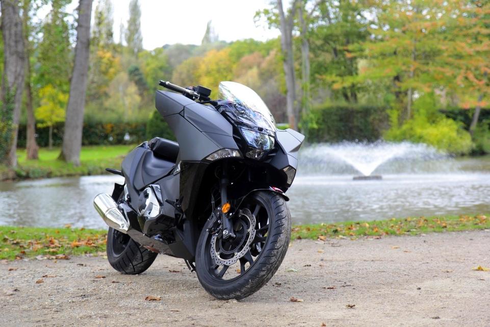 Essai Honda NM4 Vultus : la Batmob