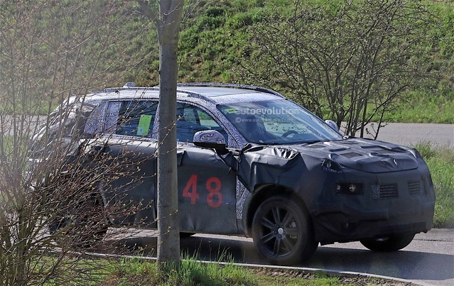 Fiat Chrysler Automobiles mijote un véhicule surélevé