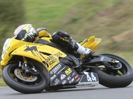 Superbike -Magny-Cours J.2: Cluzel fait le spectacle avec Mahias