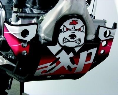 Un moteur sous haute protection avec le sabot GPR HD d'AXP.