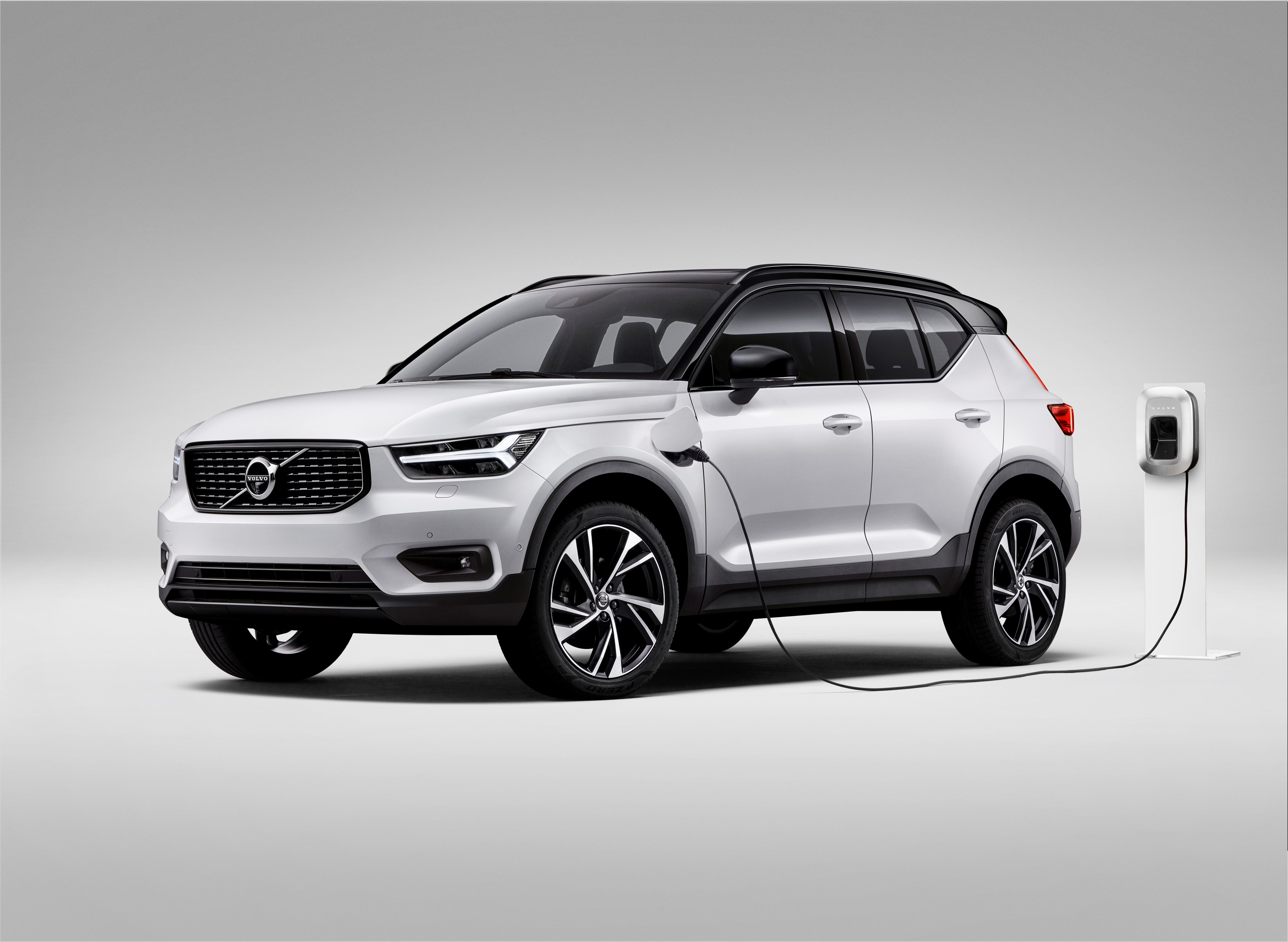 volvo xc40 bient t disponible en hybride rechargeable t5 twin engine. Black Bedroom Furniture Sets. Home Design Ideas