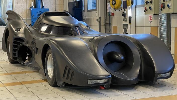 Une Batmobile remise à neuf (reportage vidéo) - Caradisiac.com