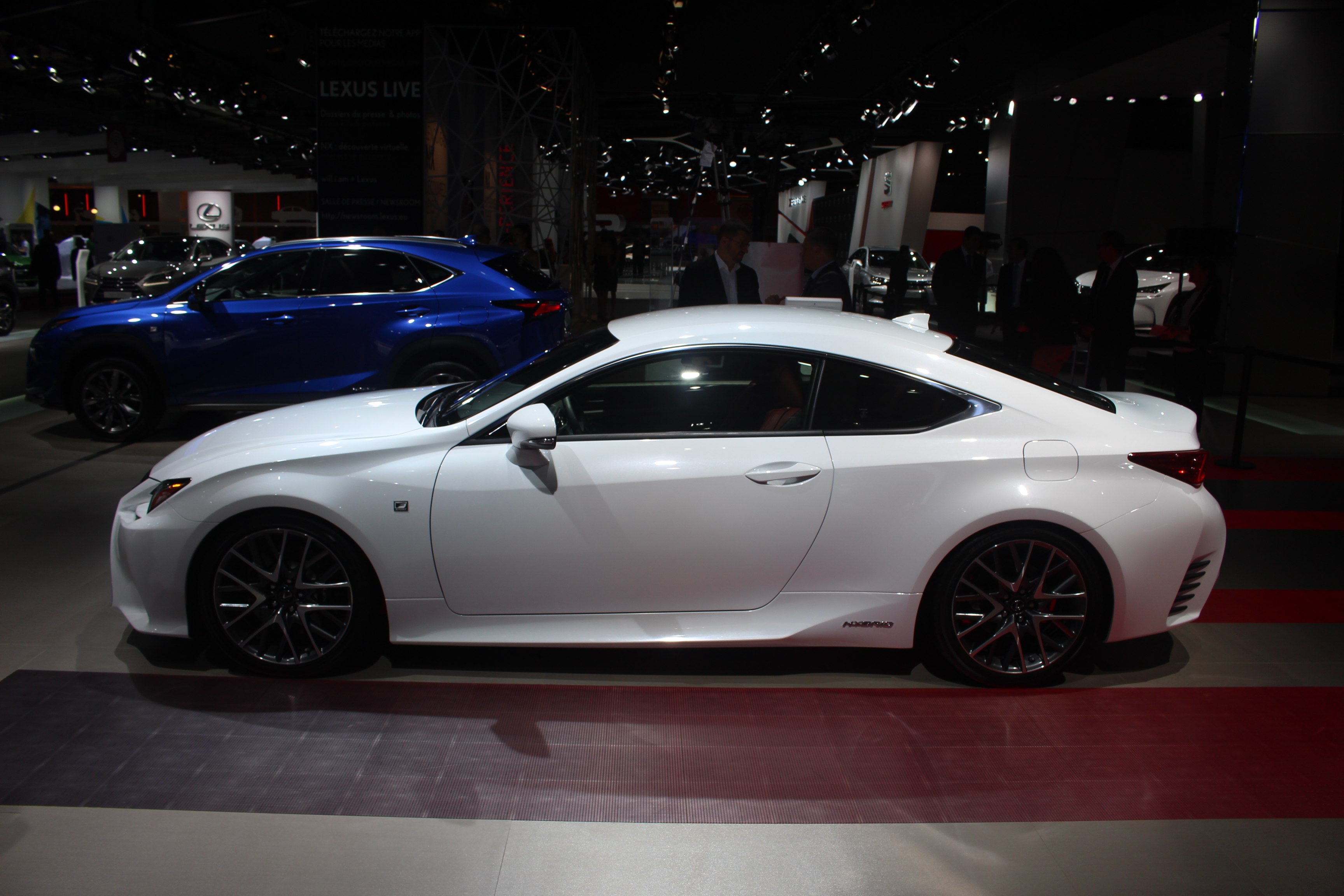 lexus rc 300 h soft en direct du salon de paris 2014. Black Bedroom Furniture Sets. Home Design Ideas