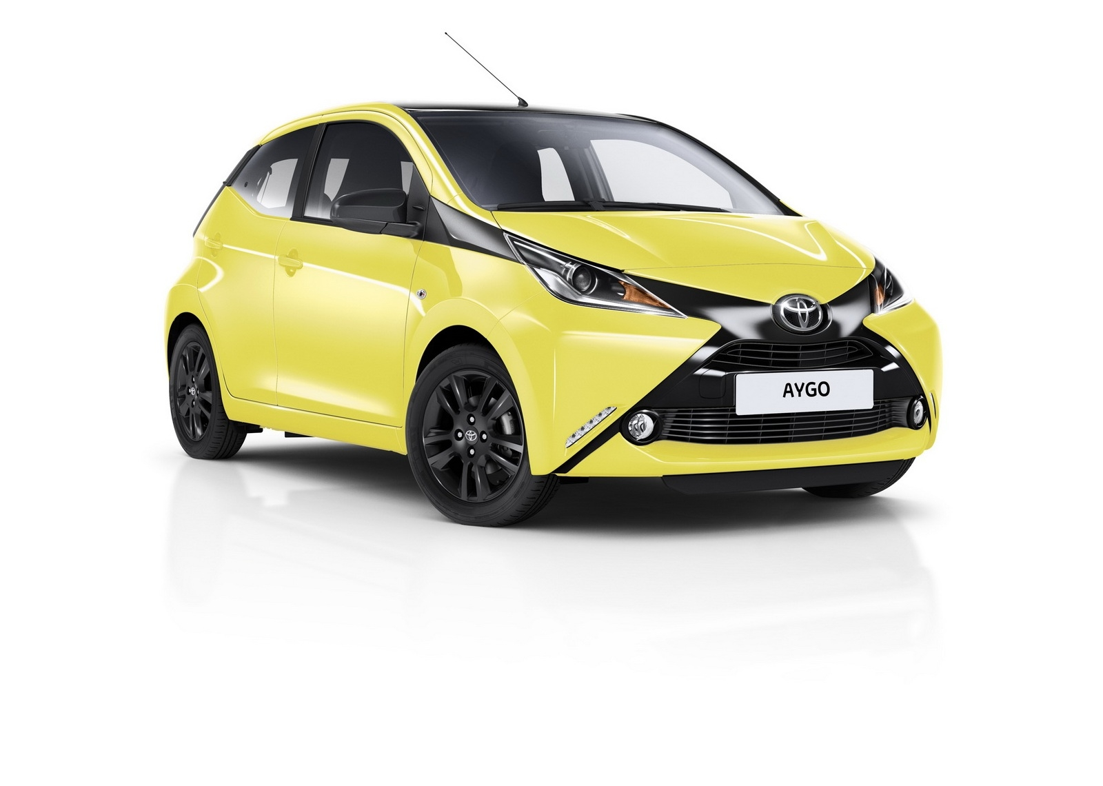toyota aygo x cite le jaune remplace le bleu. Black Bedroom Furniture Sets. Home Design Ideas